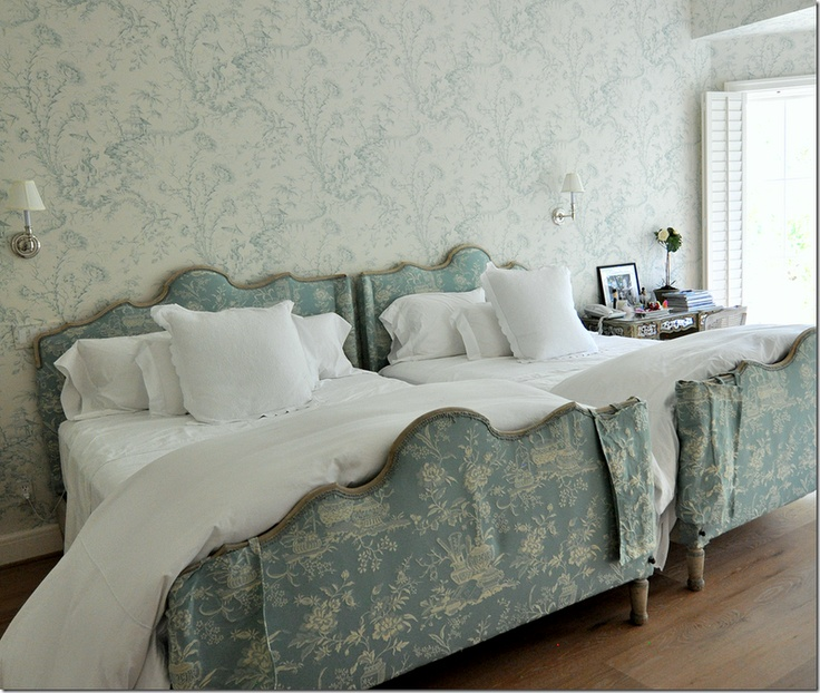Houston Home Feature Scalamandre Pillement Toile Wallpaper And Treasures Of  A Chinese Scholar Damask On The Bed