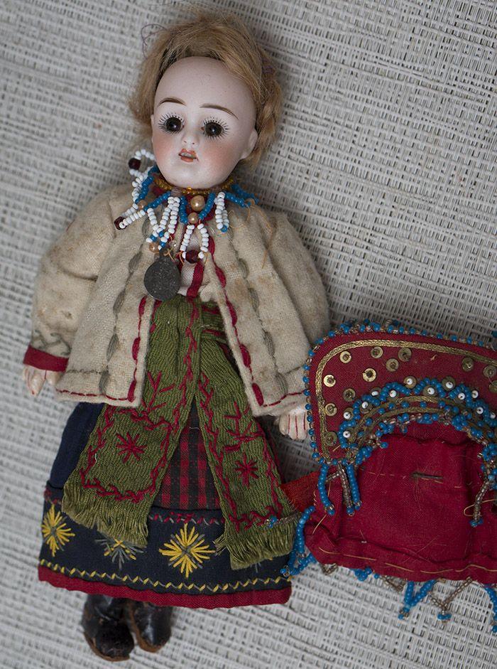 Русская кукла в костюме Саратовской губ., 21 см - на сайте антикварных кукол.