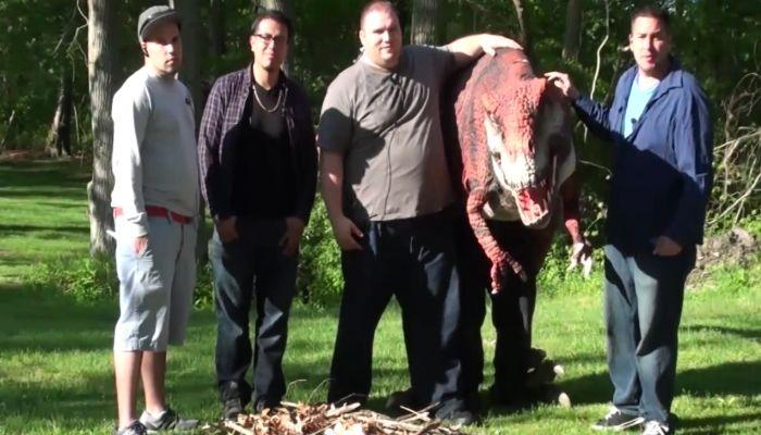 Dinosaur In Real LIfe Prank