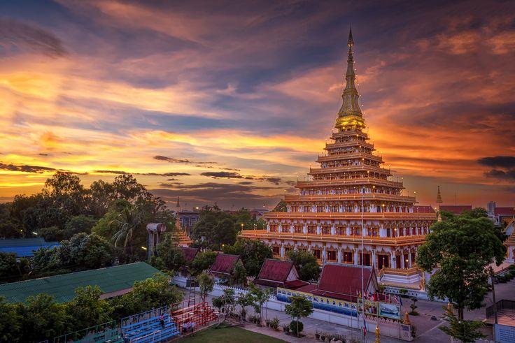 Phra-Mahathat-Kaen-Nakhon, Khon Kaen province, Thailand. - Twilight at temple in Thailand is named Phra-Mahathat-Kaen-Nakhon, Khon Kaen province, Thailand.
