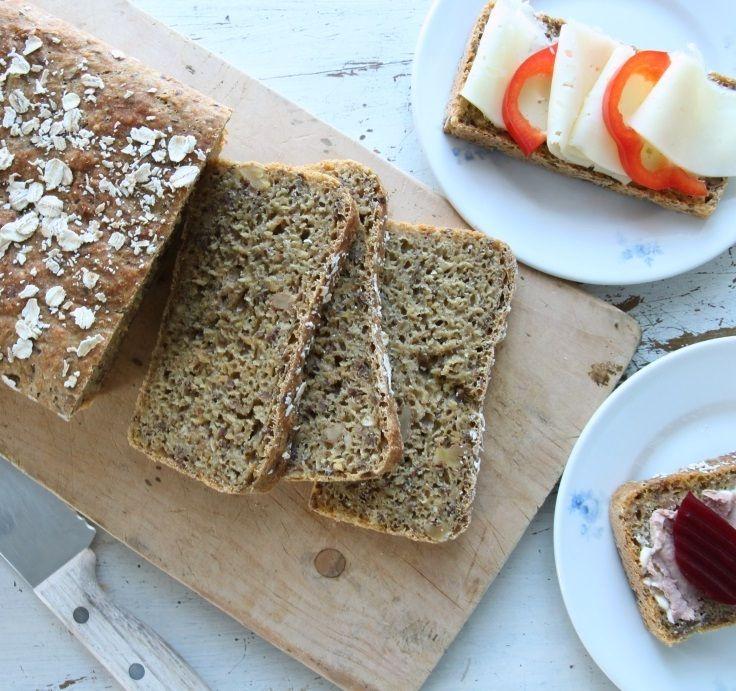 Brød med spelt, rotgrønnsaker og bønner.