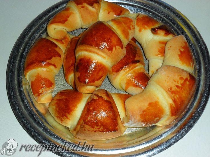 A legjobb Lekváros kifli recept fotóval egyenesen a Receptneked.hu gyűjteményéből. Küldte: cat983