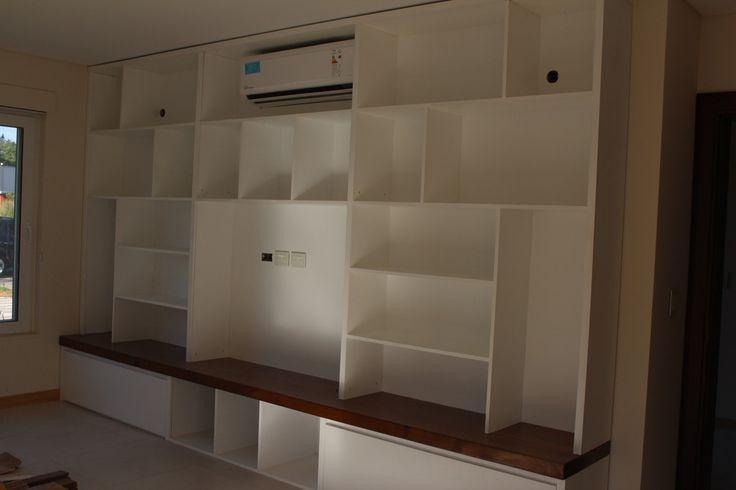 ESCRITORIO Y BIBLIOTECA : Bibliotecas y estanterías de BAIRES GREEN MUEBLES