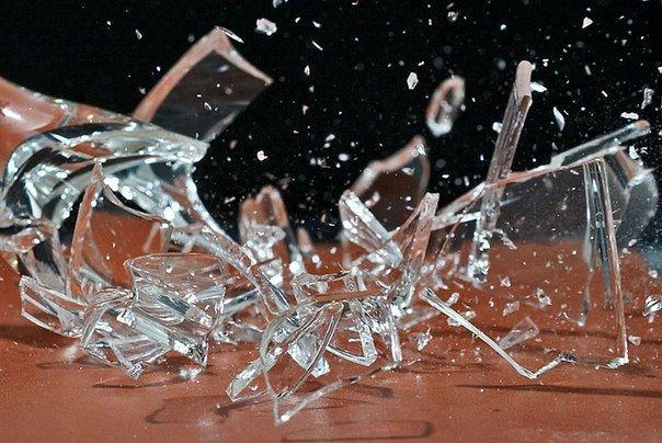 Как собрать все осколки от разбитого стекла