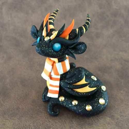 Halloween-Scarf-Dragon-Sculpture-by-Dragons-and-Beasties