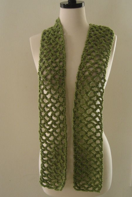 The perfect fall scarf: lightweight & easy to make free crochet pattern