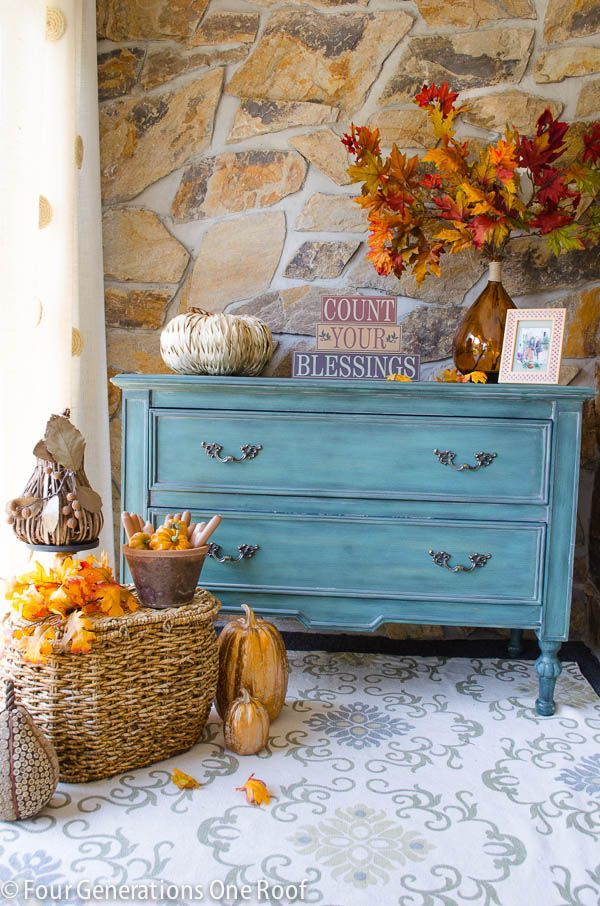 A family of four generations living under one roof share their home decorated for fall. #fall #autumn #hometour
