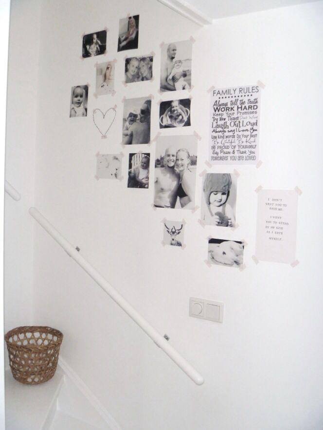 Leuk idee voor het trapgat. Foto's opplakken met roze plakband.