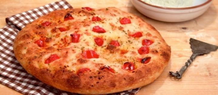 La focaccia barese è un must in Puglia: ecco la ricetta per prepararla con il bimby.