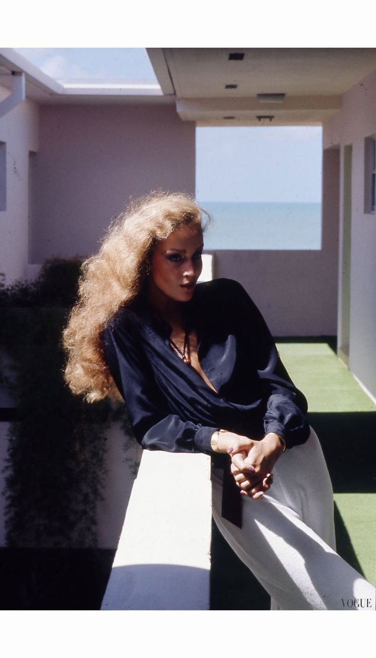Jerry Hall Vogue, January 1975 Helmut Newton @sommerswim