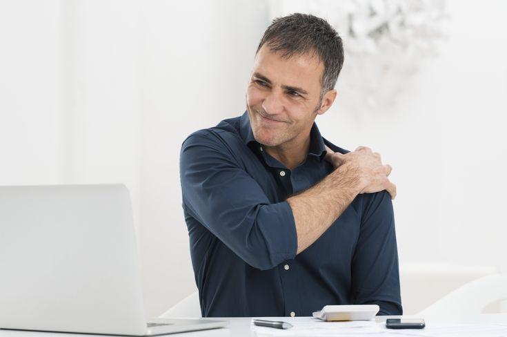 Een frozen shoulder is letterlijk vertaald een 'bevroren schouder'. Meestal beginnen de klachten onschuldig met een pijnlijke en stijve schouder.