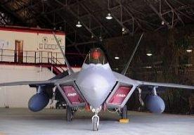 1-Apr-2013 8:36 - MEER AMERIKAANSE GEVECHTSVLIEGTUIGEN NAAR ZUID-KOREA. De Verenigde Staten hebben zondag gevechtsvliegtuigen gestuurd naar Zuid-Korea, om zo richting Noord-Korea nogmaals te onderstrepen dat zij aan de kant van Seoul staan. De F-22s zullen deelnemen aan de militaire oefeningen die Zuid-Korea en de VS al langer samen doen.
