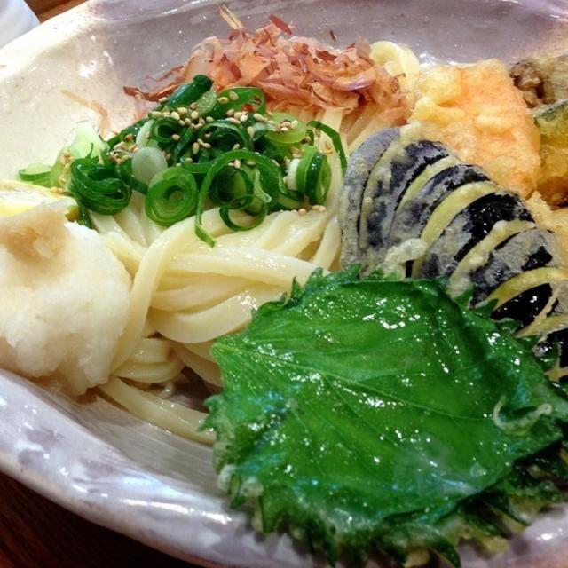 カボチャ、薩摩芋、人参、まいたけ、しそ、茄子、大根おろし、かつお節、ネギなど、たくさんの野菜を使った健康的な冷やしうどんです♡ - 13件のもぐもぐ - 野菜たっぷり冷やしうどん by sweeter