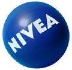 La pelota de Nivea que volaba por la playa