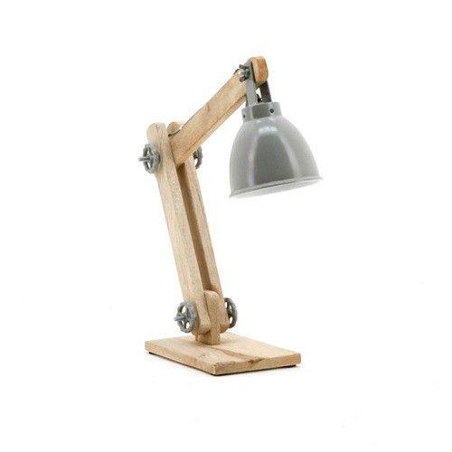 Robuuste eigentijdse tafellamp van By-Boo. De mango houten voet is door 2 draaiwielen verstelbaar in hoogte. De metalen kap maakt het tot een stoere blikvanger in huis. Mooi, functioneel en echt niet alleen voor op je bureau! Verkrijgbaar in 3 trendy kleuren: wit, grijs en l.groen