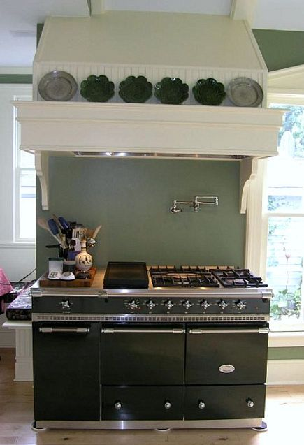 Every cook's dream--gas stove, water faucet for those big pasta pots, double oven, beautiful vent...