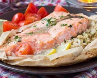 Papillote de saumon au riz citronné : http://www.fourchette-et-bikini.fr/recettes/recettes-minceur/papillote-de-saumon-au-riz-citronne.html