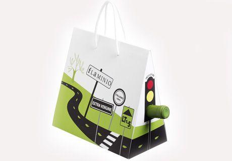 Упаковка для оливкового масла Flaminio.  В качестве зеленого света в светофоре используется горлышко бутылки.