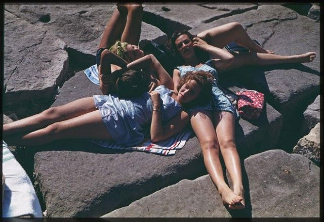 11. Old school sun bathing.: Friends, Vintage Photos, Vintage Summer, Skin Products, Summer Pictures, Bath Suits, Chicago, Photographers Collection, Cushman Photographers