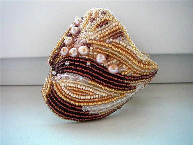 Браслет вышит,камень - яшма,Сваровски,натуральный жемчуг,чешский бисер.