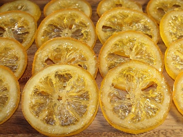 Für eine Zitronen-Tarte wollte ich unbedingt kandierte Zitronenscheiben