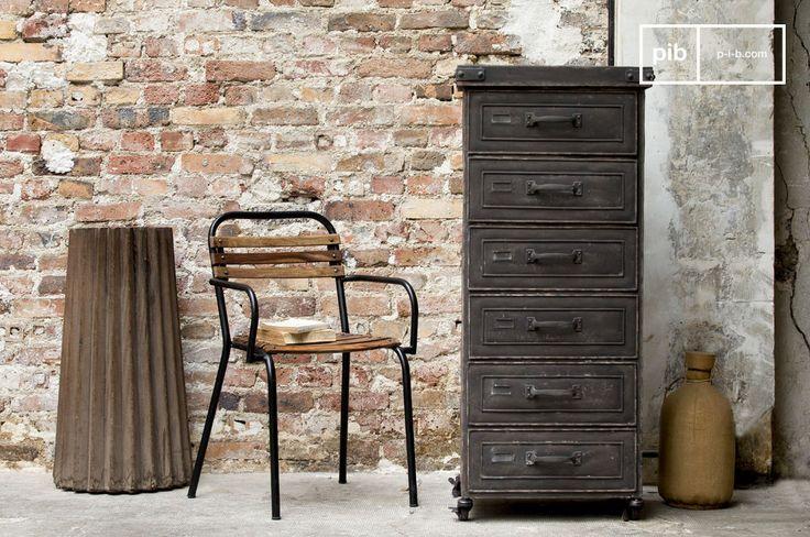 Esta cómoda vintage de metal con 6 solapas es un mueble de almacenaje con todo el estilo retro industrial.