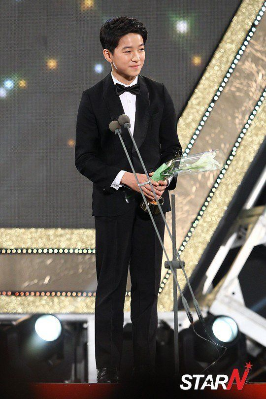 Cute-y Nam Da Reum taking the Best Child Actor award.