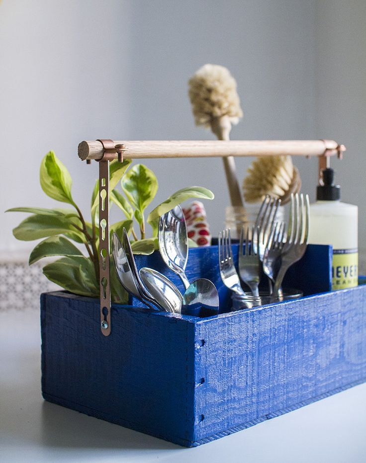 Fun utensil organizer (click through for DIY details!)