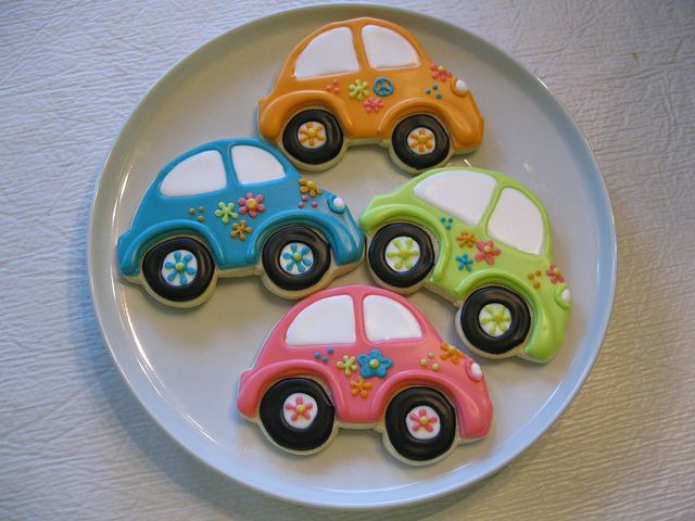 VW Bug cookies...I SOOOO have these cookie cutters but not the patience to decorate cookies like this...such a shame! THESE ARE CUTE!!
