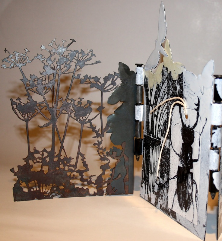 Sue Brown, enamelled steel concertina book (pintar por arriba para que quede la forma)