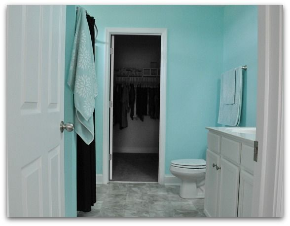 Tiffany Blue paint for a bathroom  I also like it for a nursery. 1000  ideas about Tiffany Blue Bathrooms on Pinterest   Blue