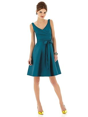 Alfred Sung Style D624 in Caspian #PatsysBridal #AlfredSung #bridesmaid www.patsysbridal.com