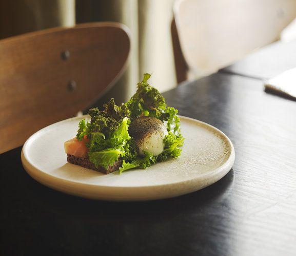 Danish restaurant in Copenhagen. Nyfortolket klassisk smørrebrød af kvalitetsråvarer og ærligt kokkehåndværk med stort gastronomisk fokus.