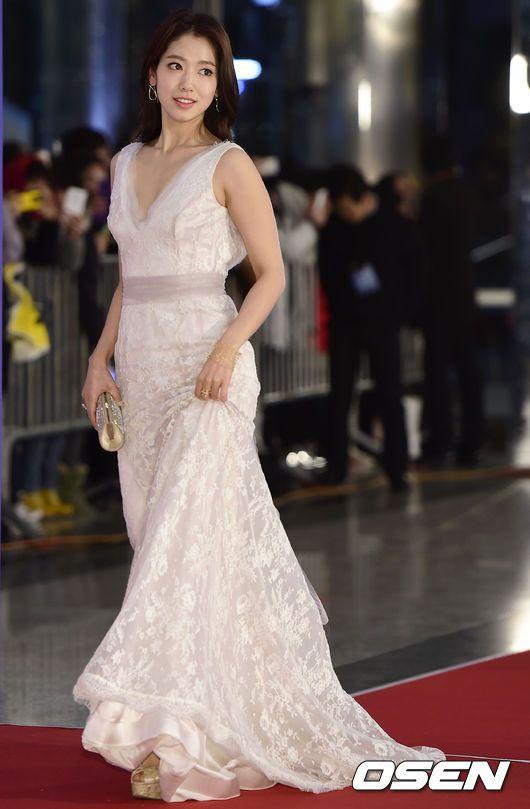 The 15 Best-dressed Korean stars from the 2014 award season: Park Shin Hye