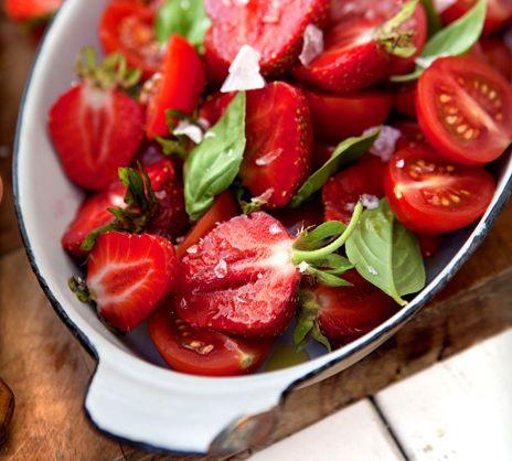 Tomat- och jordgubbssallad