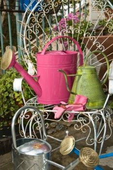 Country Garden Accessories And Decor Ideas. Love The Colors Here!