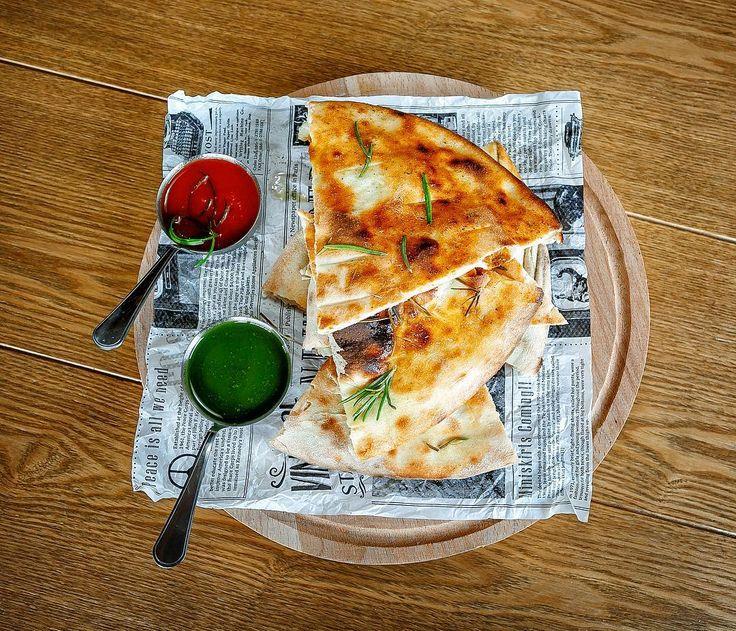 Сицилийская пиццерия и лавка итальянских продуктов Sicilian Pizzeria&Bottega появились в здании гостиницы «Корона».
