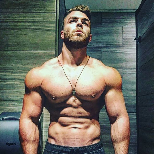 The shredded 😎💯 @max_auger! 💪💪 __________________________________   #goals #nevergiveup #work #abs #bodybuilding  #motivation #fitness #shredded  #gymmotivation #fitspo  #success #fitness #bestrong #fitnish #abs  #fitbod #guyswholift #fitfluential