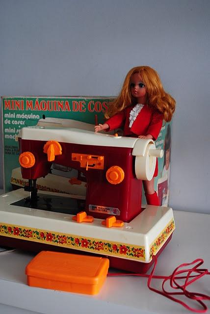 Molde de Roupa da antiga Boneca Susi e Manual Mini maquina de costura