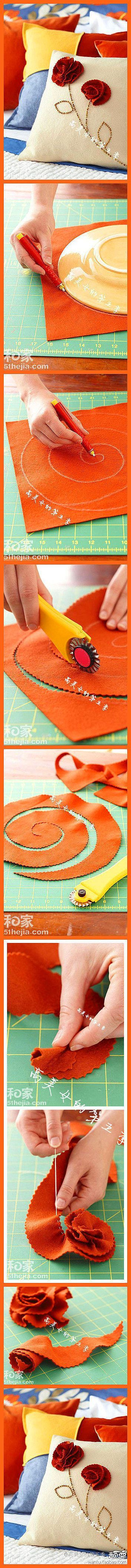 DIY Coussin avec une fleur en feutre  sur le site de UsefulDIY.com On peut les suivre sur Facebook ==> http://www.facebook.com/UsefulDiy