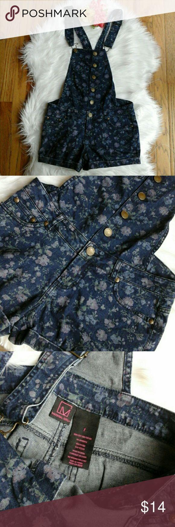 Tendance salopette 2017  Navy Floral Denim Shortalls Super cute floral denim overall shorts! Perfect to p
