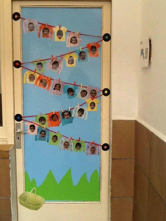 porta decorada amb fotos dels alumnes de luaula