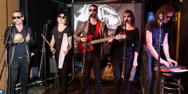 Macaulay Culkins Pizza Underground Booed Off Stage - Macaulay Culkin's pizza-themed Velvet Underground cover band Pizza Underground was served an unfortu[...]