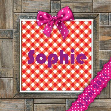Lieve geboortekaart met leuke ruit, strikjes en linten met een stoer houten kader