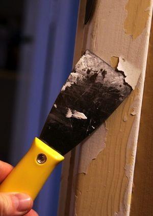 Removing paint                                                                                                                                                                                 Mais