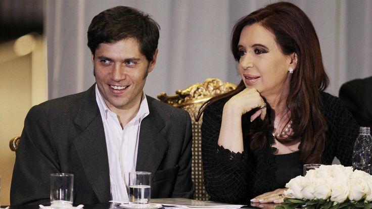 """Cristina Kirchner y el ex ministro de Economía Axel Kicillof fueron citados a declarar como testigos en la causa conocida como la """"contradenuncia"""" por las operaciones con dólar futuro, impulsada por un grupo de diputados kirchneristas.   #DÒLAR FUTURO #JUEZ BONADIO #KICILLOF"""