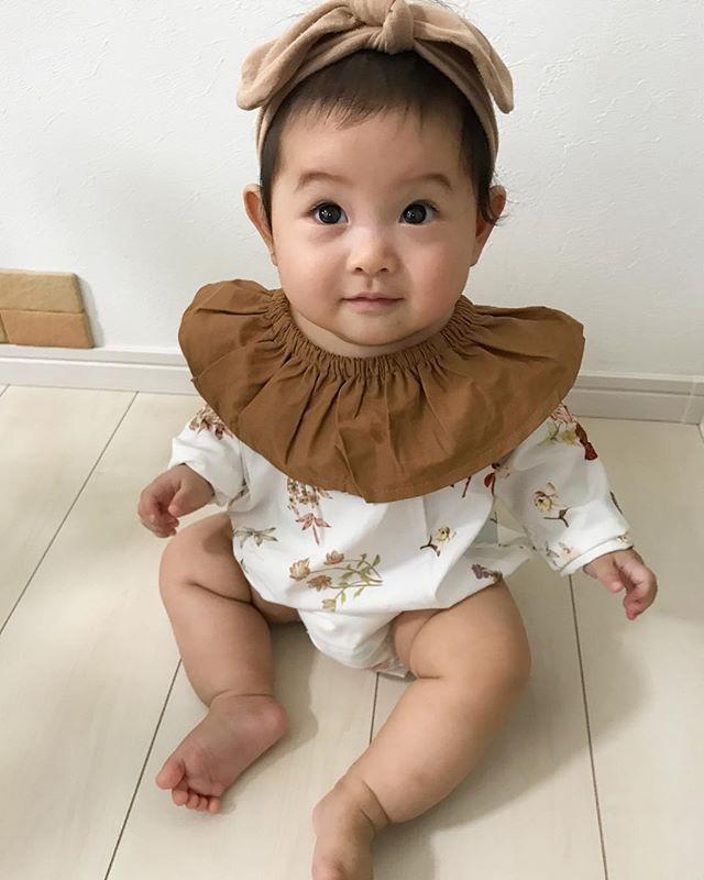 . @n_a.a.a_z___shop  様の 長袖ボディスーツ 💓 . 今の季節にぴったりな柄と色🍁 少し袖が長めなので萌え袖になっています💓 生後7ヶ月にしてモテ技のひとつ、 萌え袖を覚えた娘… 魔性な予感💓💓 . 素材も軽いので動きやすそう❣️ とっても可愛いです♡ ありがとうございました💓💓 . . . #7ヶ月#生後7ヶ月#7month#3月生まれ#赤ちゃん#女の子#baby#babygirl #愛犬#マルチーズ#赤ちゃんと犬#赤ちゃんと犬の暮らし#nunny#nunnydog #べびふる #ママリ#ベビリトル#コドモノ#キズナ#ベビカメ#bebicame