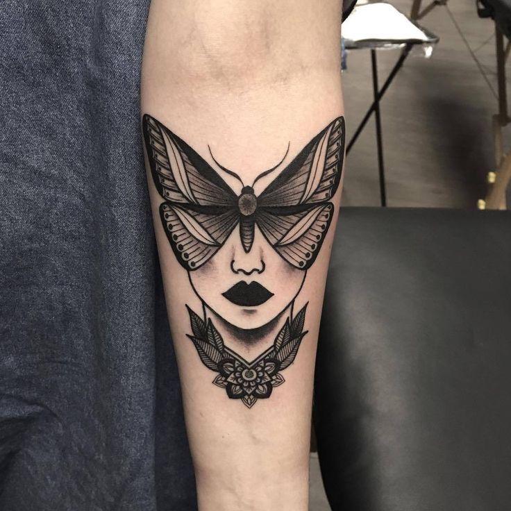 Ich liebe diese Idee und nicht nur das typische Motten-Tattoo, und irgendwann werde ich definitiv von einer Motte tätowiert. – #delicatetattoo #fight…
