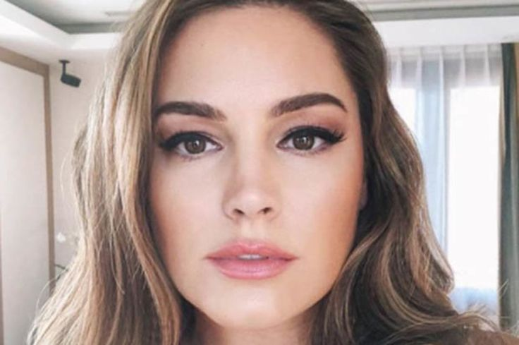 Kelly Brook strips topless in the middle of sizzling swimwear parade: The famous glamour… #Celebrity #Paparazzi #brook #kelly #middle