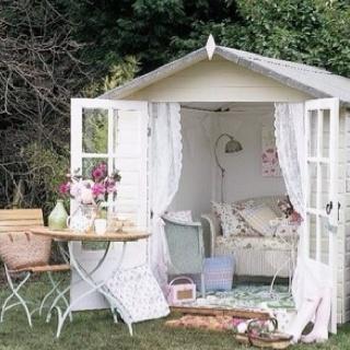 Beautiful little garden retreat I want one